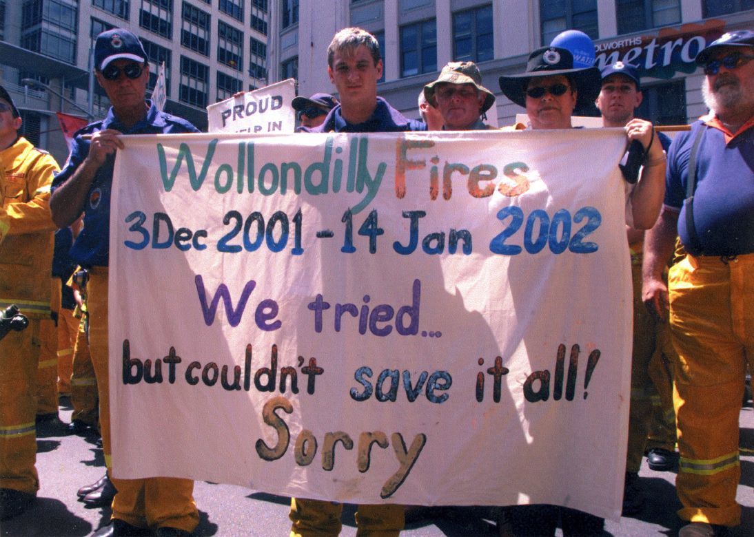 Thank you parade in Sydney after the Black Christmas fires, 2001.