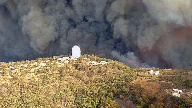 The fire in January 2013 approaching the Siding Spring Observatory